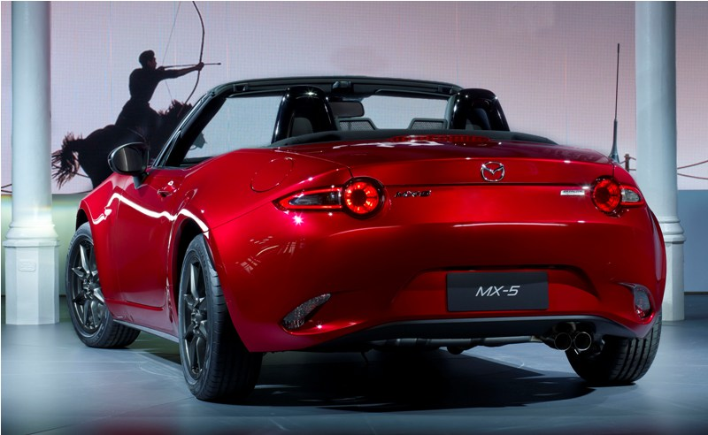 allnewMX5_unveiling_MazdaSpace_exterior_06__jpg300