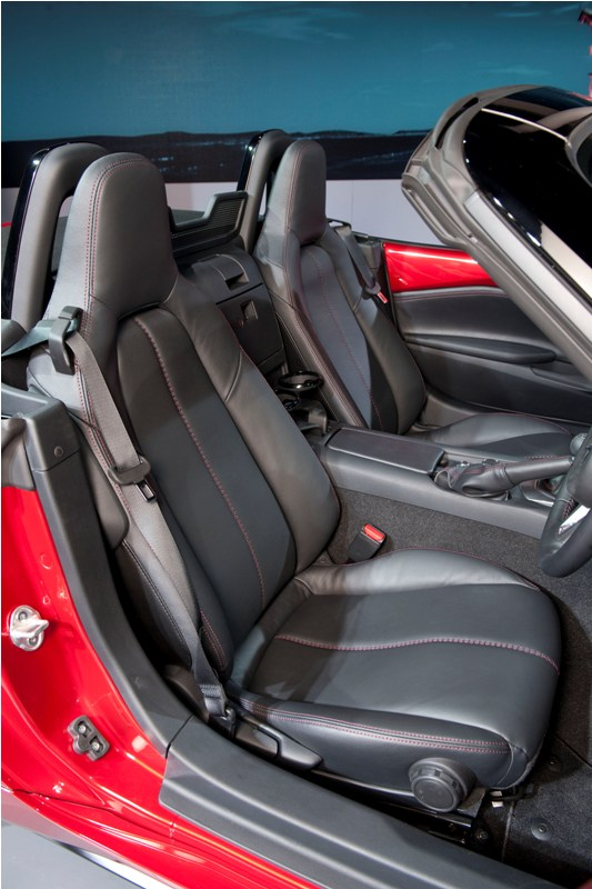 allnewMX5_unveiling_MazdaSpace_interior_05__jpg300